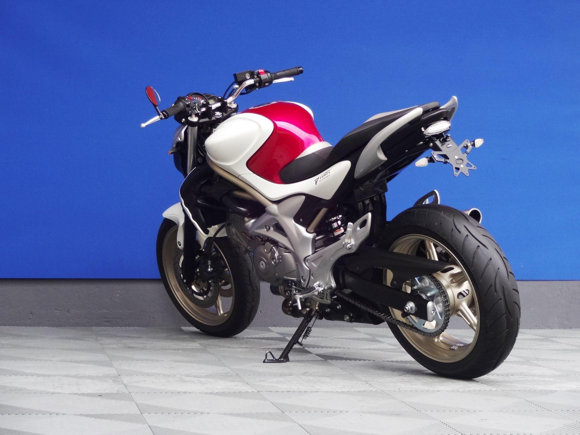suzuki sfv 650 u gladius yoshimura vogel motorbikes. Black Bedroom Furniture Sets. Home Design Ideas