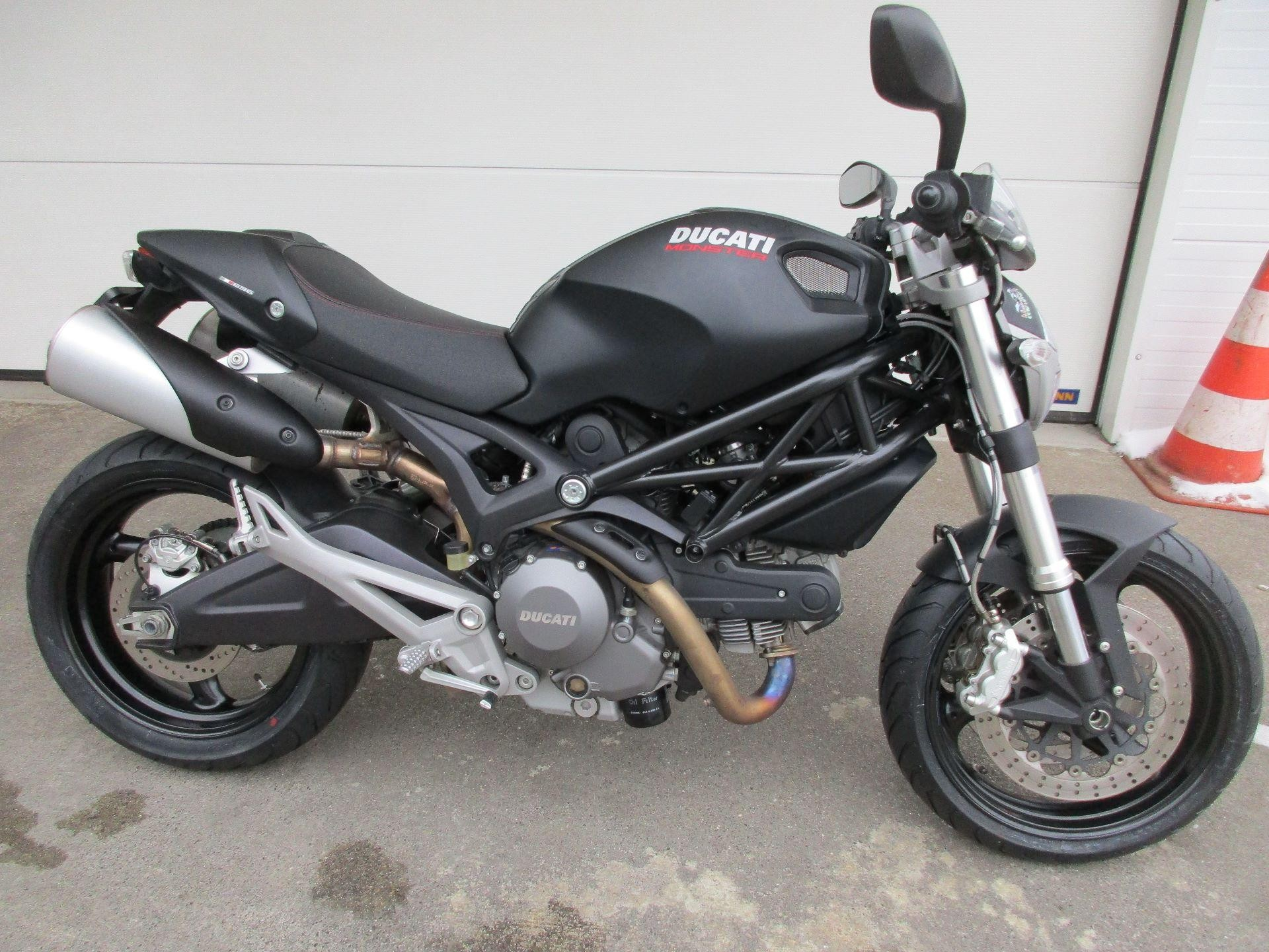 ducati 696 monster 23kw abs motoria gmbh wohlen occasion. Black Bedroom Furniture Sets. Home Design Ideas