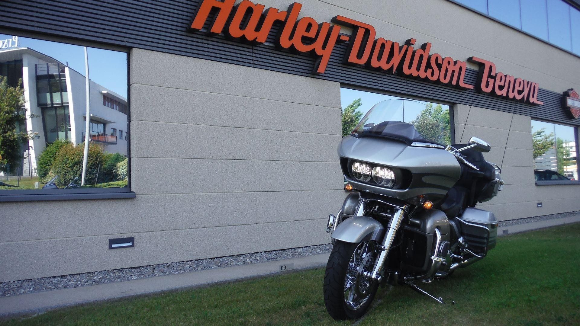 Buy motorbike Pre-owned HARLEY-DAVIDSON FLTRUSE 1801 CVO ...