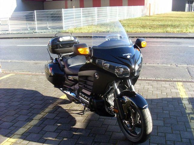 motorrad occasion kaufen honda gl 1800 f6b gold wing abs deluxe goldwing caseli ag thusis. Black Bedroom Furniture Sets. Home Design Ideas