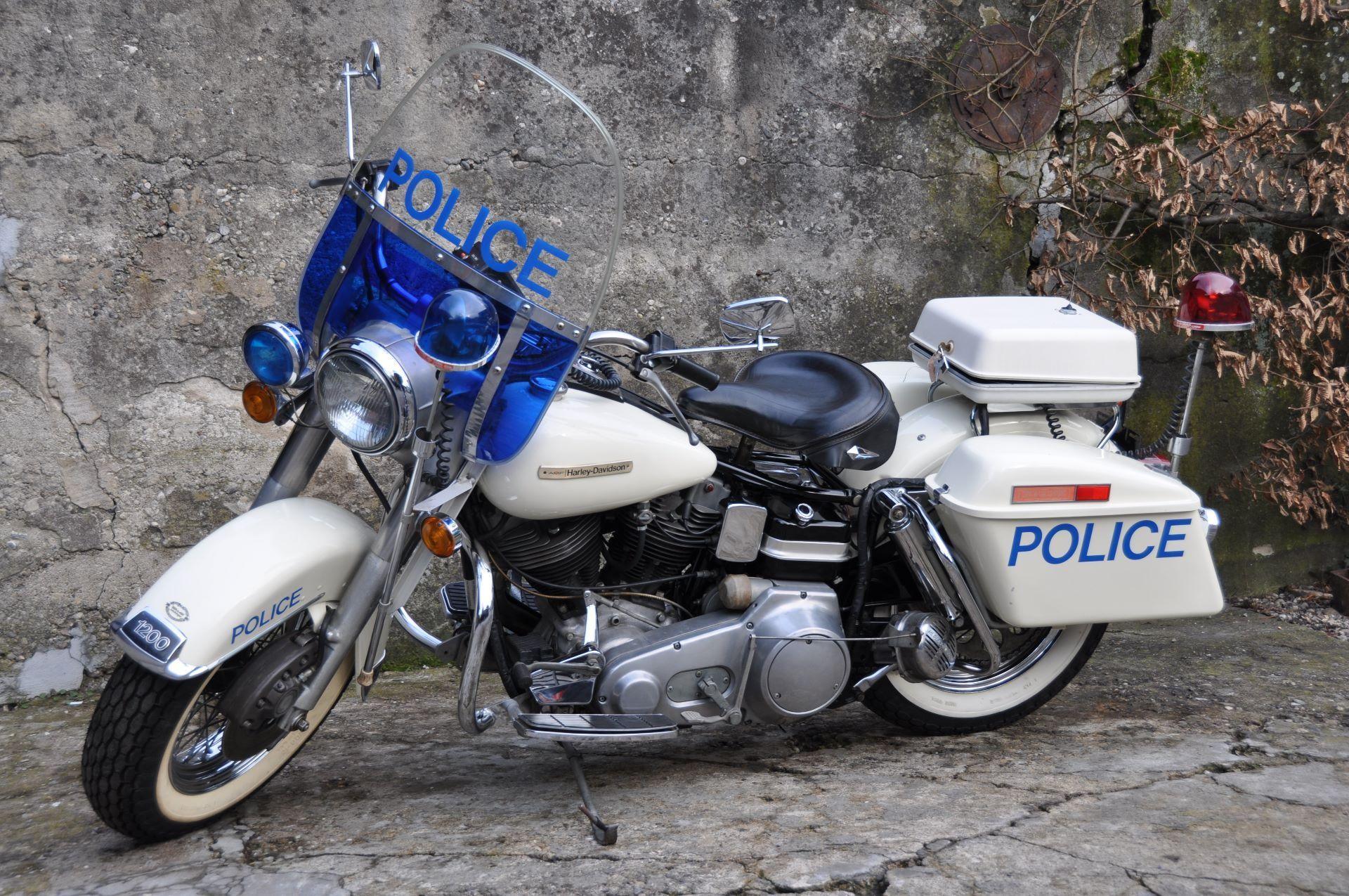 motorrad oldtimer kaufen harley davidson police flh. Black Bedroom Furniture Sets. Home Design Ideas