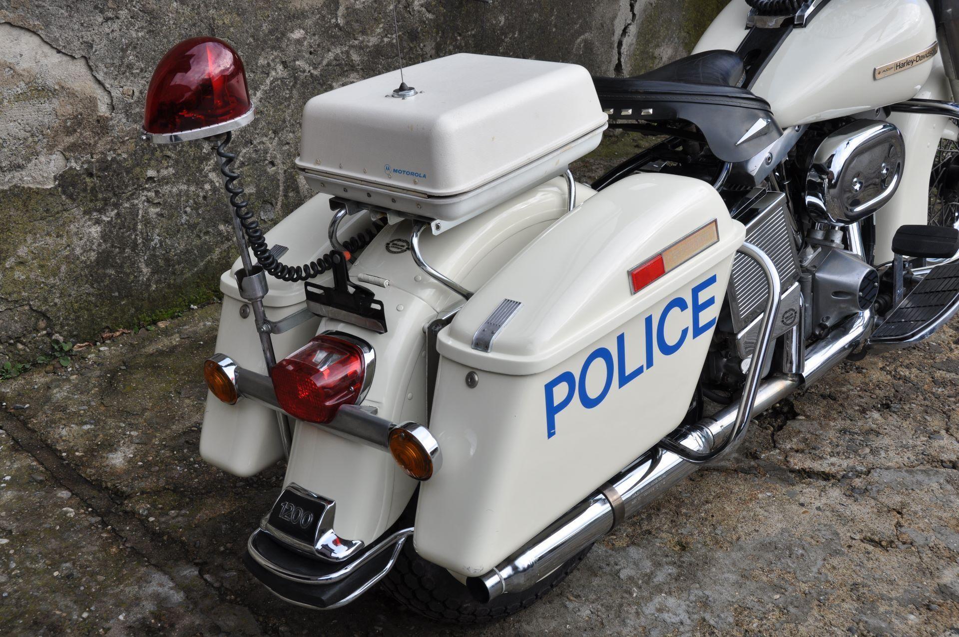 moto oldtimer acheter harley davidson police flh electra. Black Bedroom Furniture Sets. Home Design Ideas