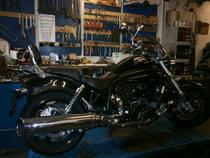 Motorrad kaufen Occasion HYOSUNG Aquila 650 (custom)