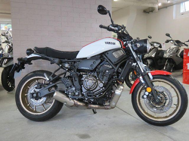 Motorrad kaufen YAMAHA XSR700 Neufahrzeug