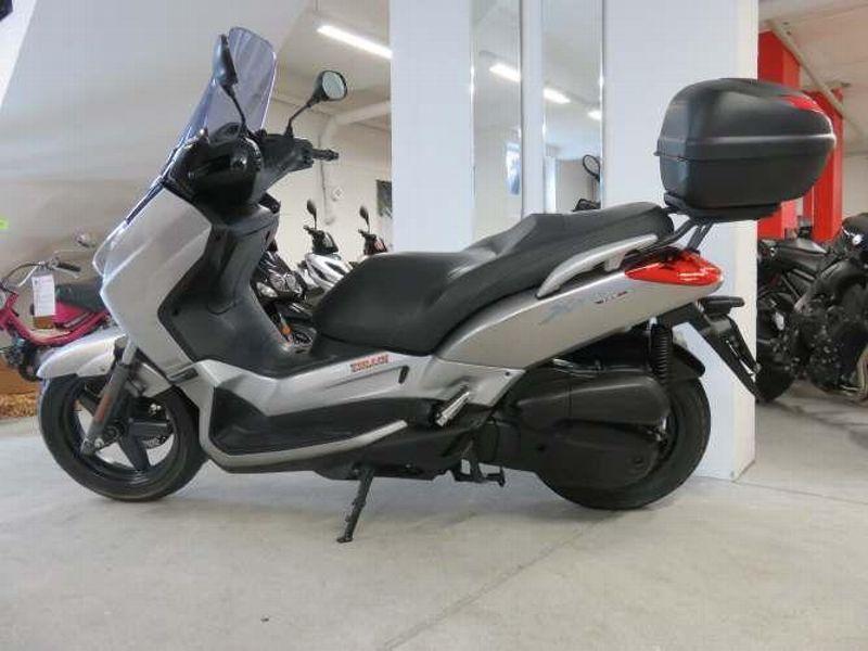 moto occasions acheter yamaha yp 125 r x max fries 2 rad sch tz sch tz. Black Bedroom Furniture Sets. Home Design Ideas