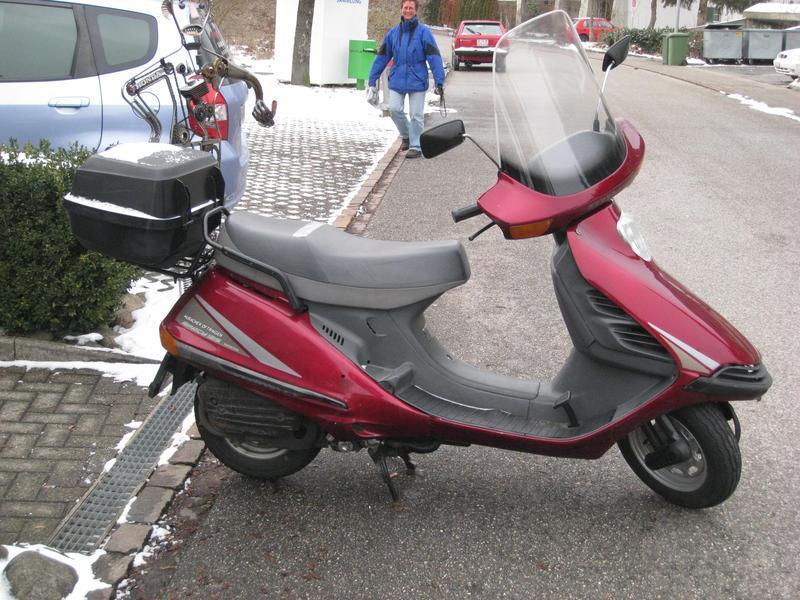 motorrad mieten honda ch 125 spacy hubacher a velos motos. Black Bedroom Furniture Sets. Home Design Ideas