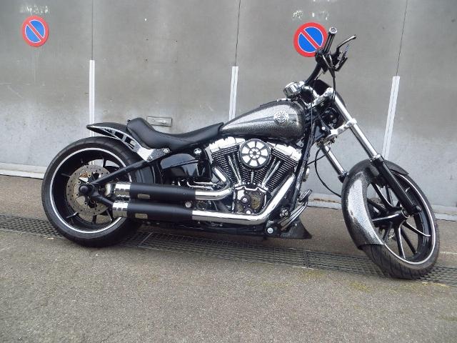 Motorrad kaufen HARLEY-DAVIDSON FXSB 1690 Softail Breakout ABS Spezial Occasion