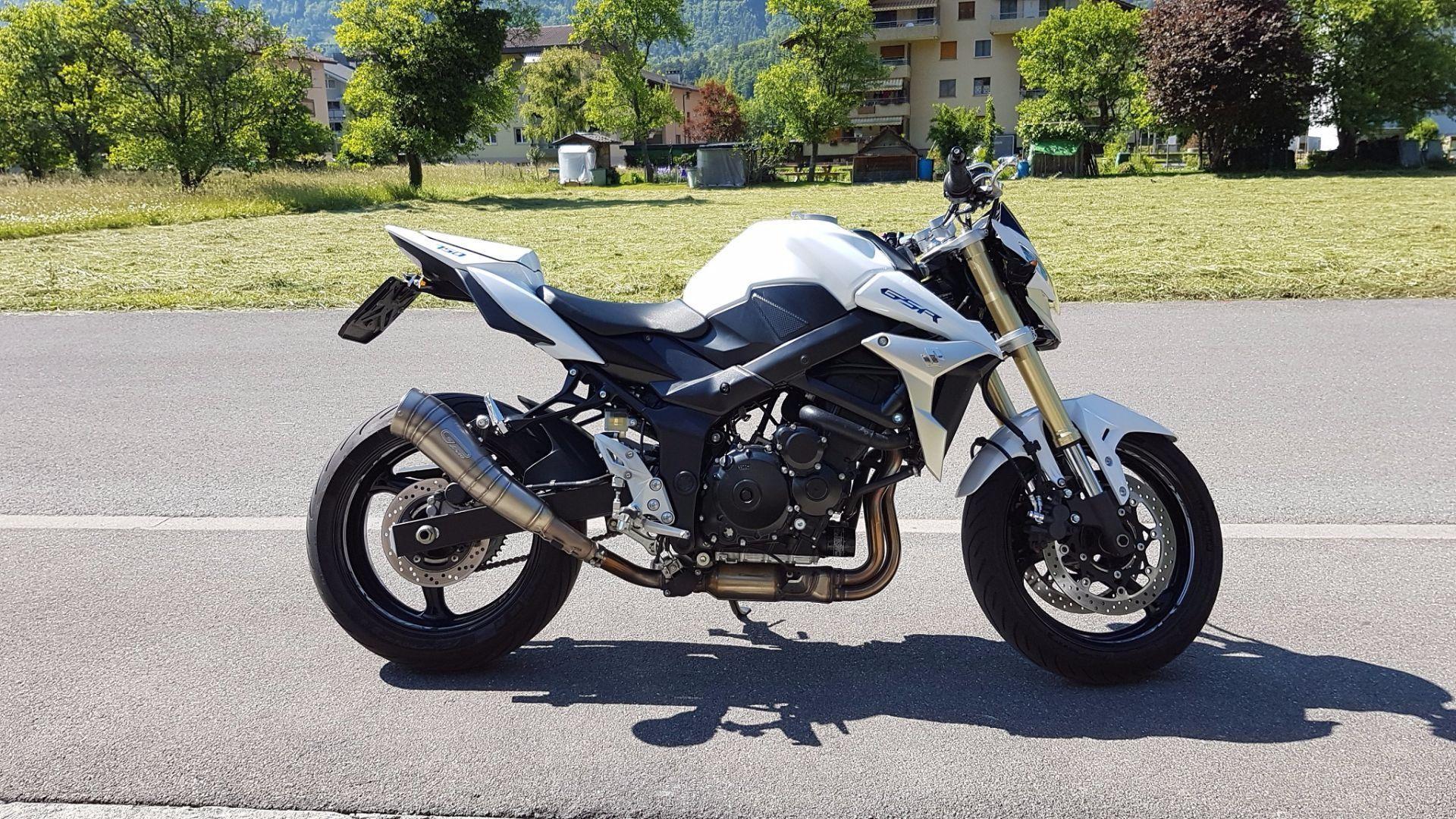 moto occasions acheter suzuki gsr 750 gl moto magliocco unterseen. Black Bedroom Furniture Sets. Home Design Ideas