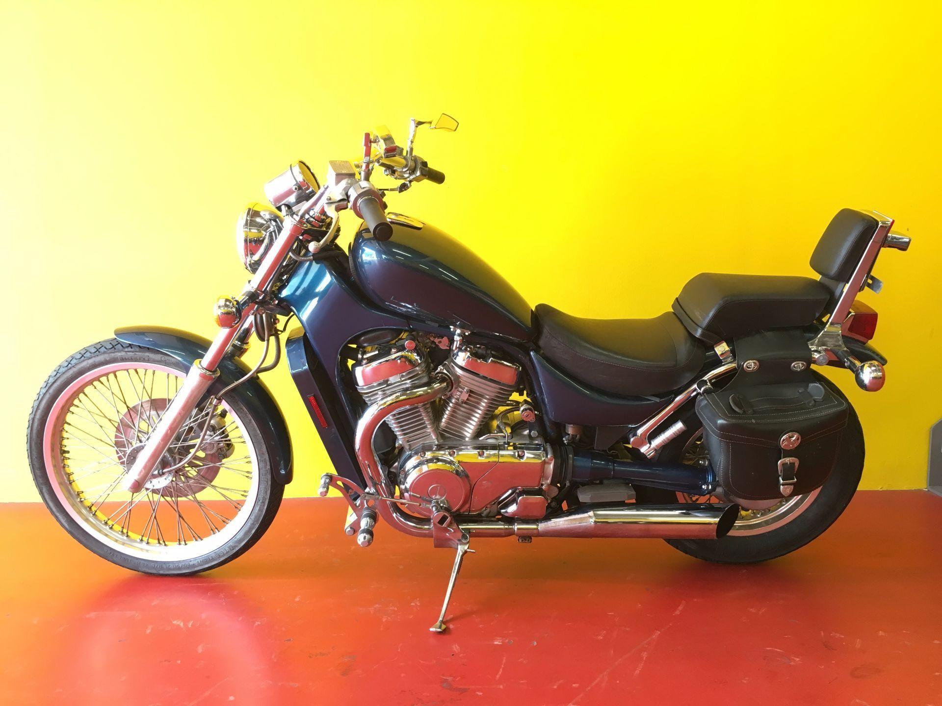 motorrad occasion kaufen suzuki vs 800 gl intruder centro moto ticino camorino camorino. Black Bedroom Furniture Sets. Home Design Ideas