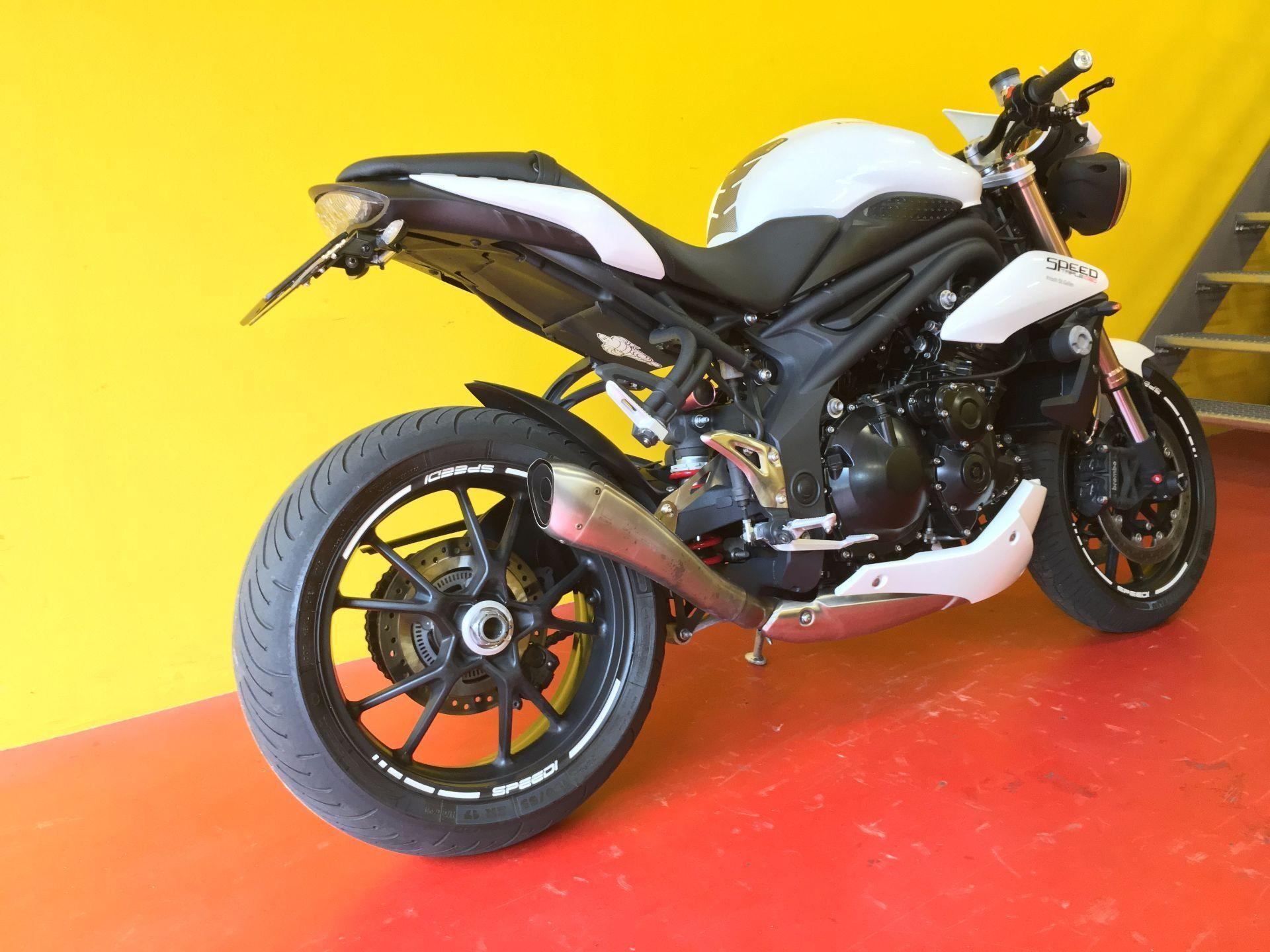 motorrad occasion kaufen triumph speed triple 1050 abs centro moto ticino camorino camorino. Black Bedroom Furniture Sets. Home Design Ideas