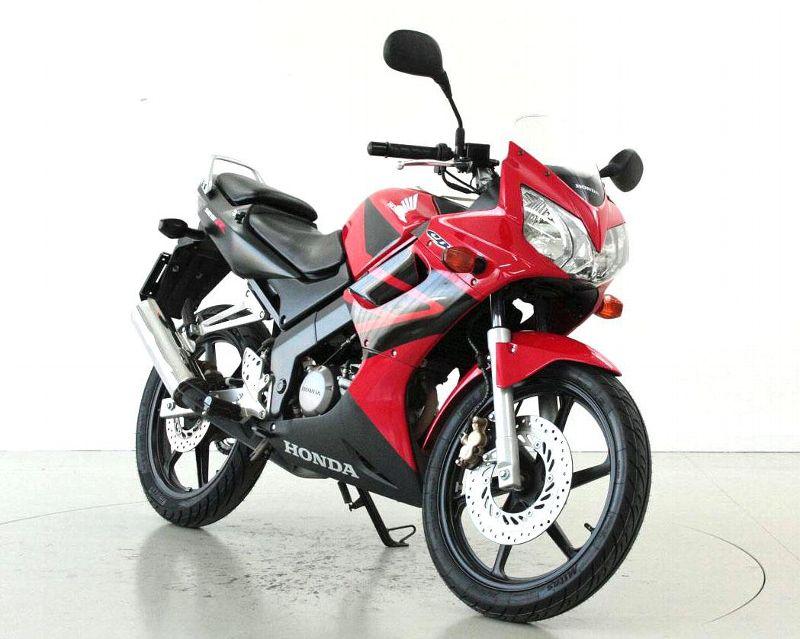 motorrad occasion kaufen honda cbr 125 r moto center winterthur winterthur. Black Bedroom Furniture Sets. Home Design Ideas
