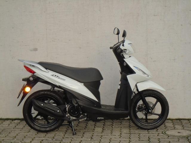 Motorrad kaufen SUZUKI UK 110 Modell 2019 Neufahrzeug