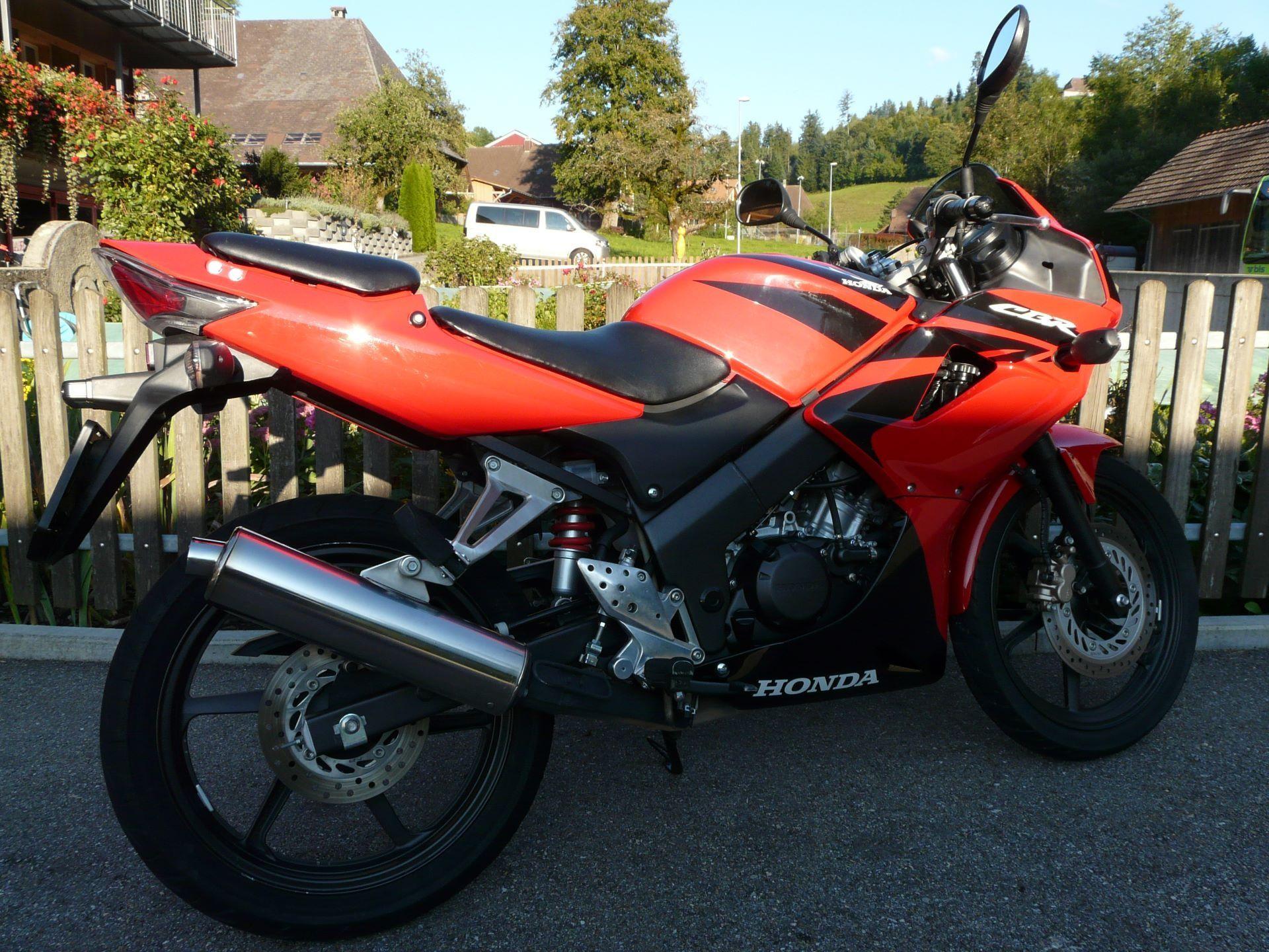 motorrad occasion kaufen honda cbr 125 r fuhrer moto heimisbach. Black Bedroom Furniture Sets. Home Design Ideas