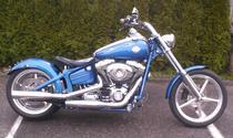 Motorrad kaufen Occasion HARLEY-DAVIDSON FXCWC 1584 Softail Rocker C (custom)