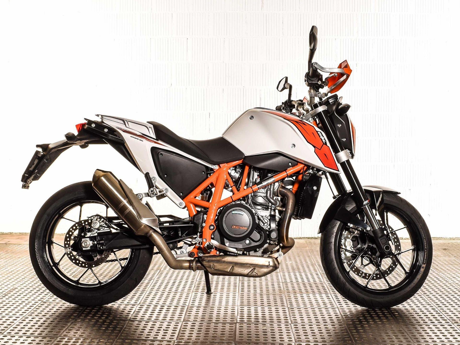 motorrad occasion kaufen ktm 690 duke abs motocenter seetal hochdorf. Black Bedroom Furniture Sets. Home Design Ideas