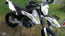Acheter une moto Occasions KTM 690 SMC Supermoto (supermoto)