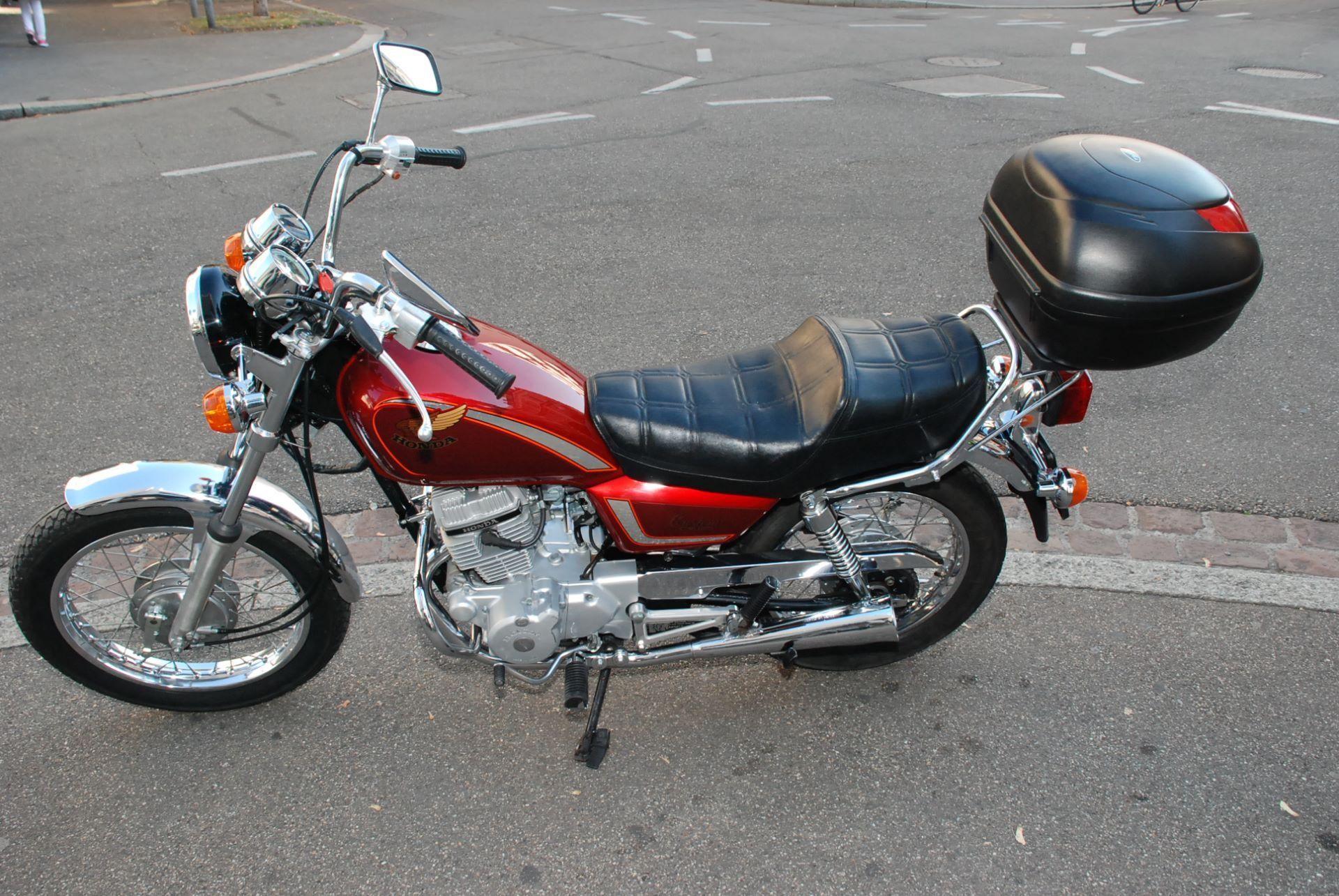 moto occasions acheter honda cm 125 c motofloh gmbh basel. Black Bedroom Furniture Sets. Home Design Ideas