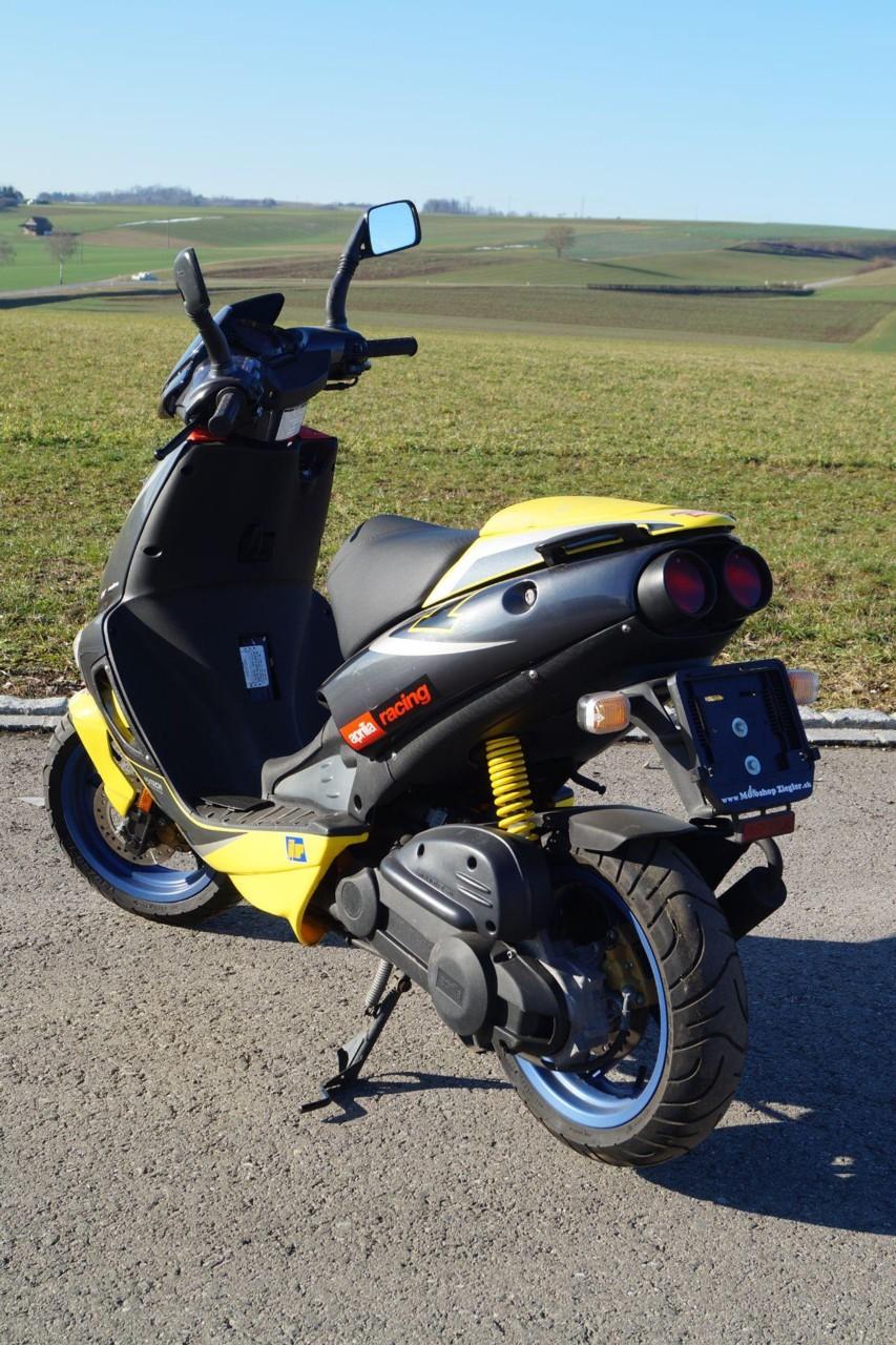 motorrad occasion kaufen aprilia sr 50 ditech 45km h motoshop ziegler schleitheim. Black Bedroom Furniture Sets. Home Design Ideas