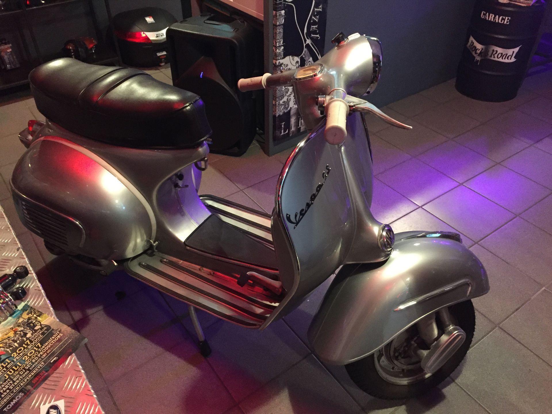 motorrad oldtimer kaufen vespa 160 garage rock road gen ve. Black Bedroom Furniture Sets. Home Design Ideas