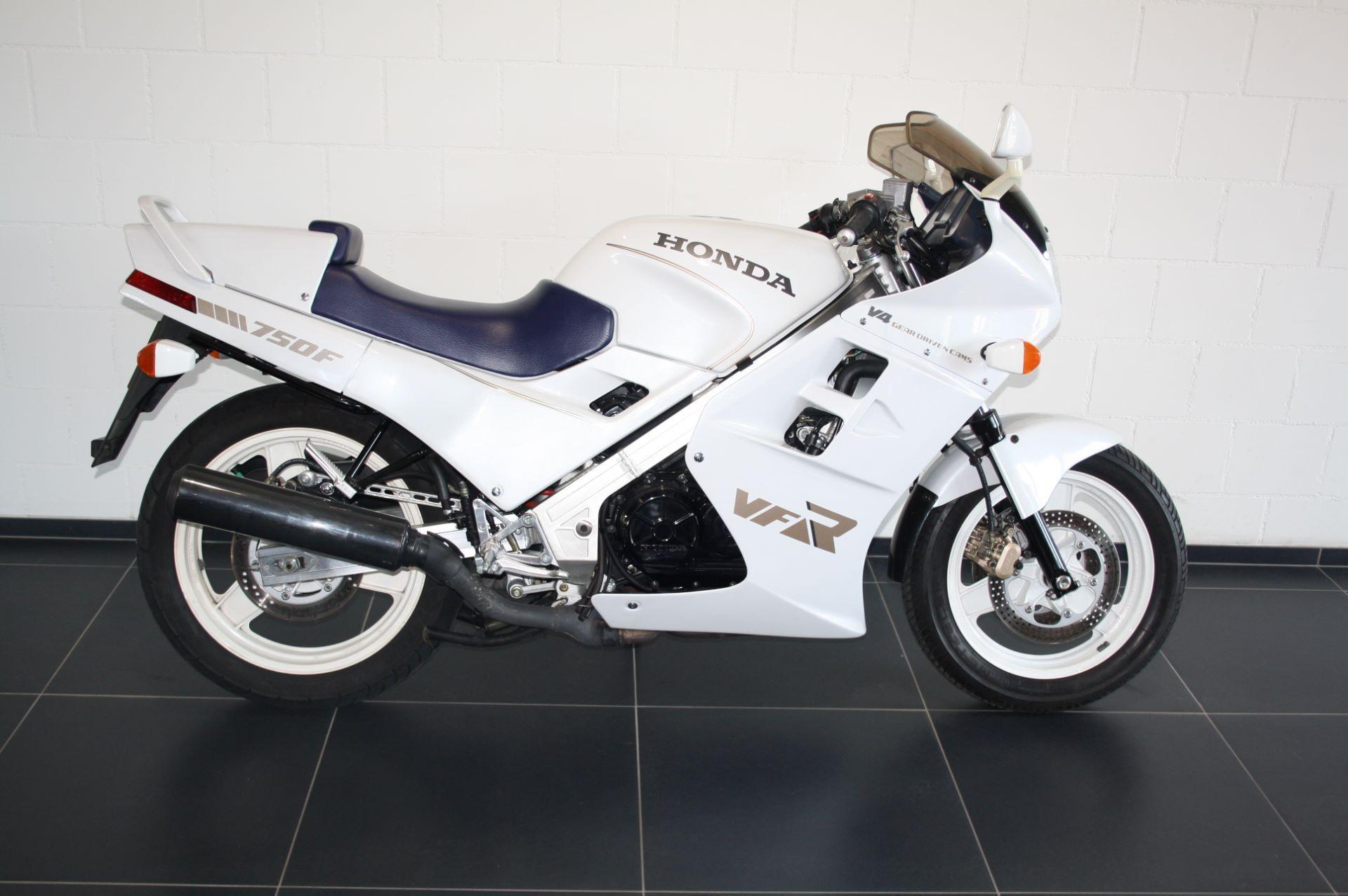 motorrad occasion kaufen honda vfr 750 f moto zentralschweiz perlen. Black Bedroom Furniture Sets. Home Design Ideas