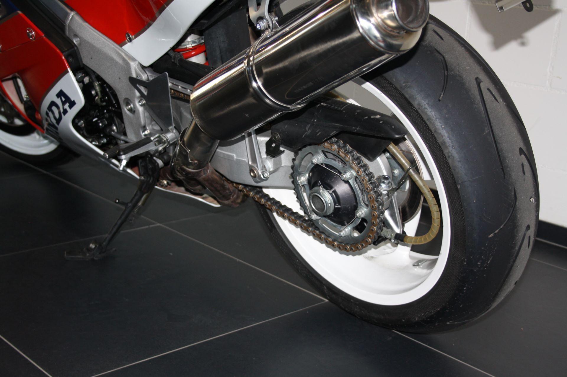 motorrad occasion kaufen honda vfr 750 r rc 30 moto zentralschweiz perlen. Black Bedroom Furniture Sets. Home Design Ideas