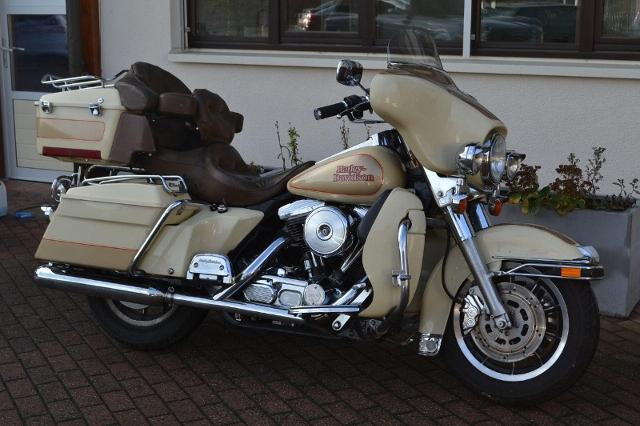 Motorrad kaufen HARLEY-DAVIDSON FLHTC 1340 Electra Glide Classic Occasion