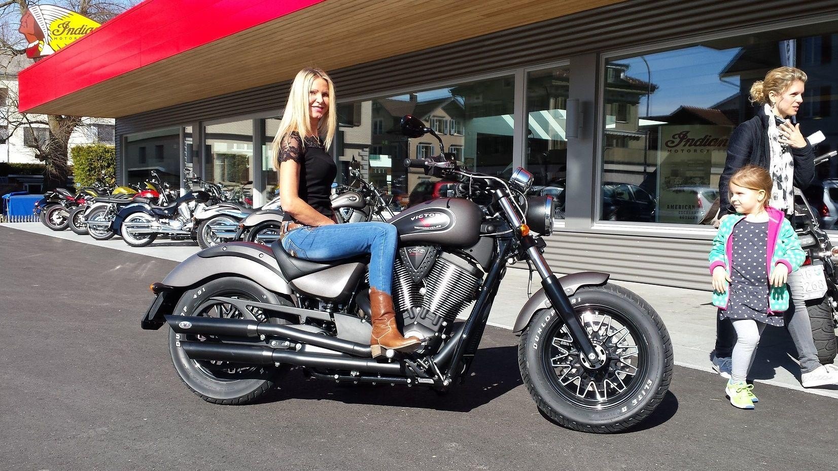 moto neuve acheter indian scout abs 5 jahre garantie american bikes ag b tschwil. Black Bedroom Furniture Sets. Home Design Ideas