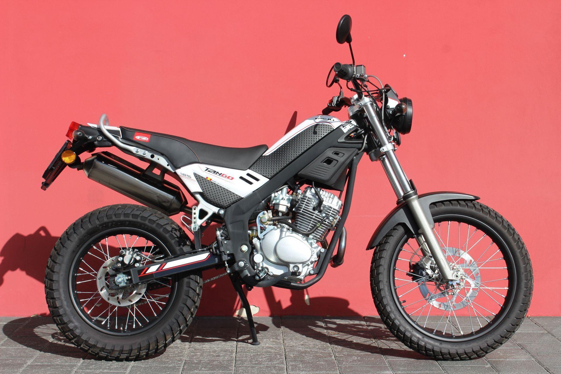 Louer moto RIEJU Tango 125