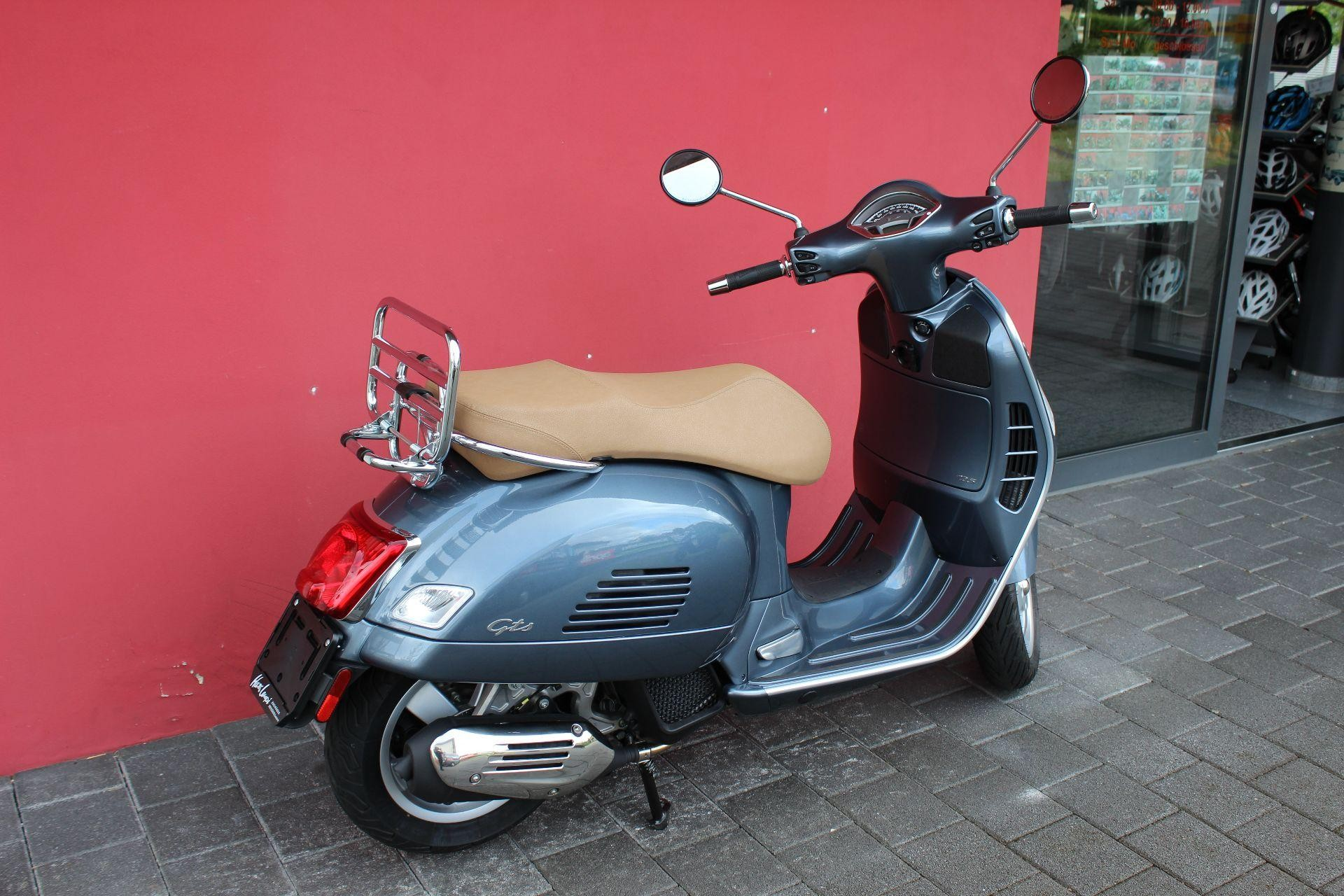 motorrad occasion kaufen piaggio vespa gts 125 hans leupi. Black Bedroom Furniture Sets. Home Design Ideas