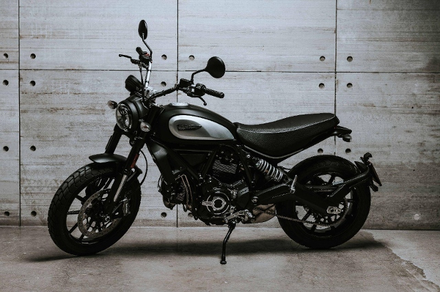 Motorrad kaufen DUCATI 803 Scrambler Dark Neufahrzeug