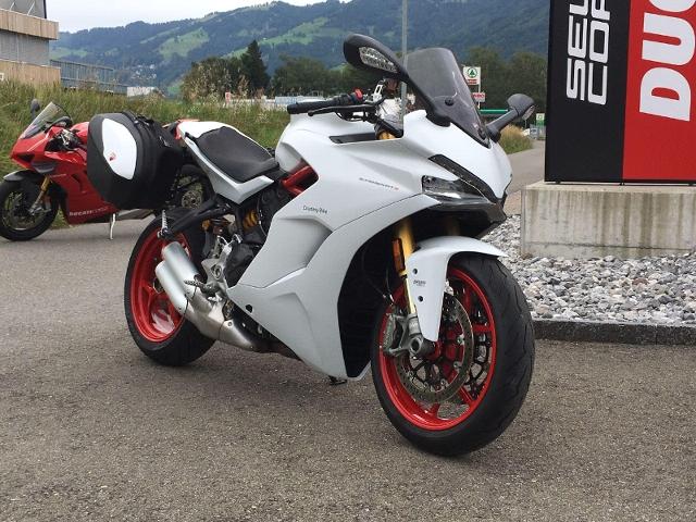 Motorrad kaufen DUCATI 939 Super Sport (S) S-Version mit Touring Kit Vorführmodell