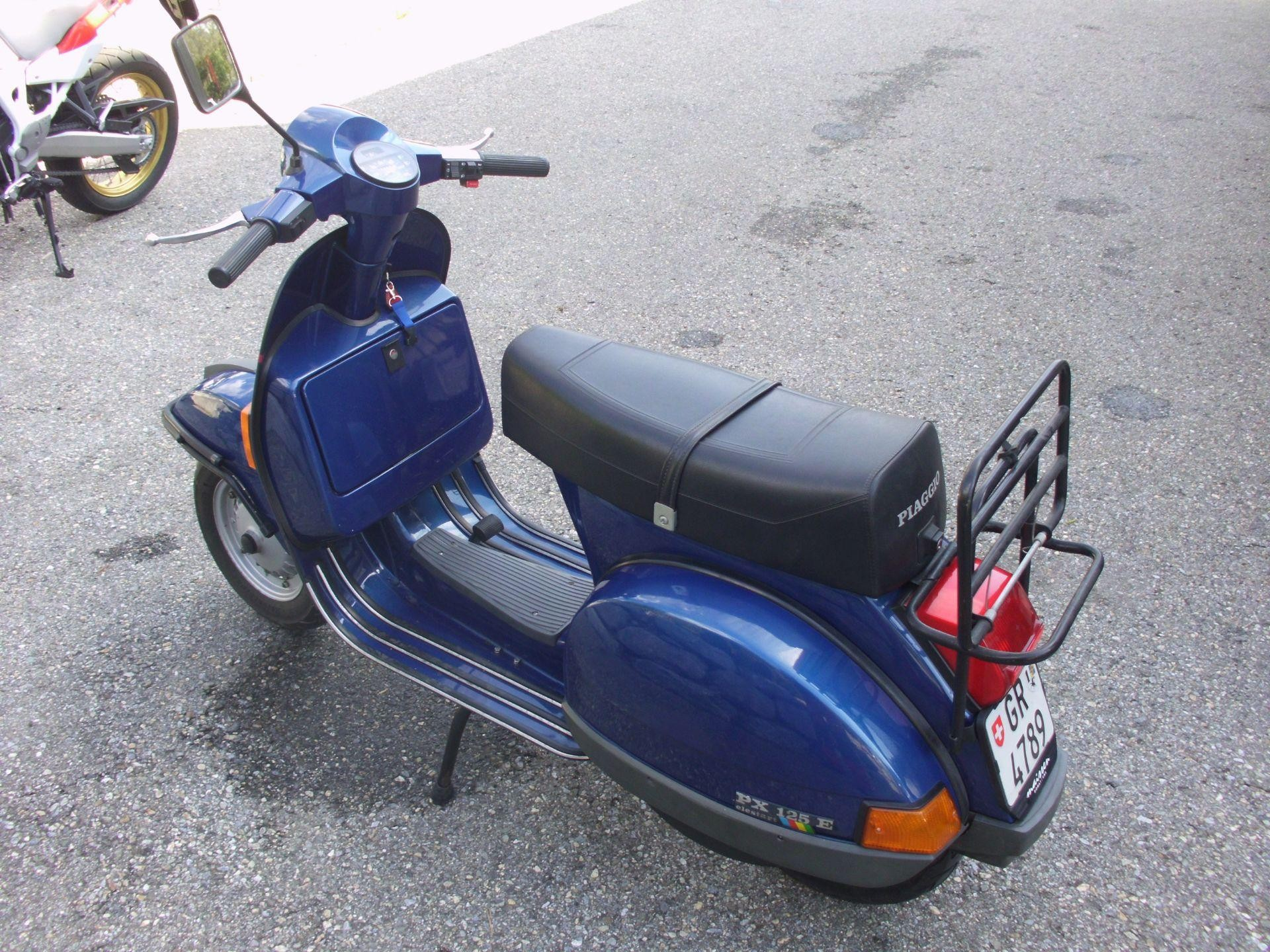 buy motorbike pre owned piaggio vespa px 125 e garage. Black Bedroom Furniture Sets. Home Design Ideas