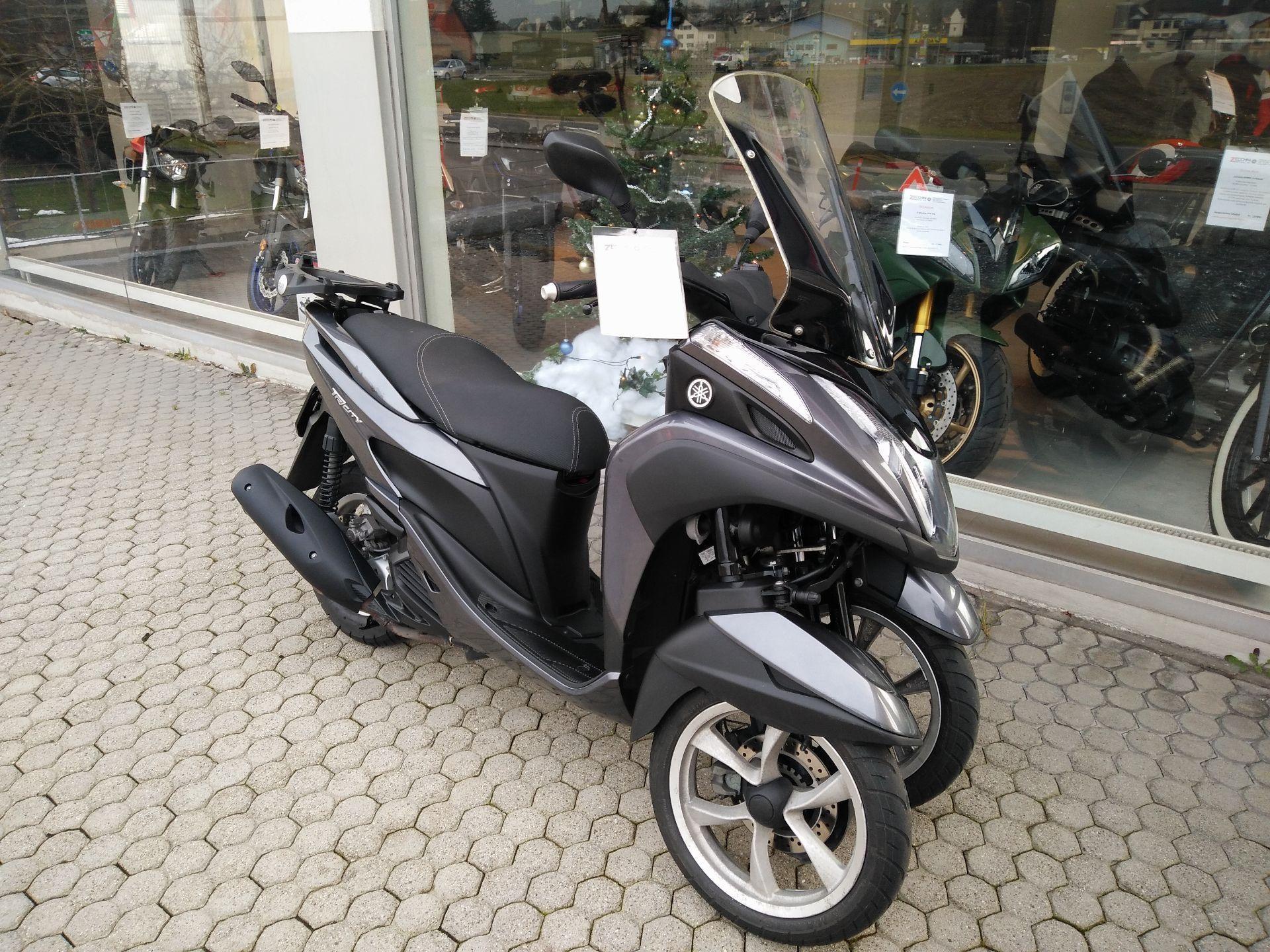 moto occasioni acquistare yamaha tricity 125 zecchini motos ag neftenbach. Black Bedroom Furniture Sets. Home Design Ideas