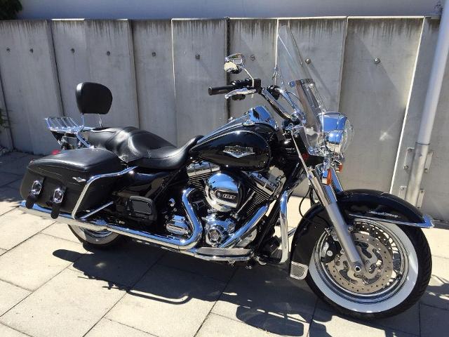 Motorrad kaufen HARLEY-DAVIDSON FLHRC 1690 Road King Classic ABS Black Baron Occasion