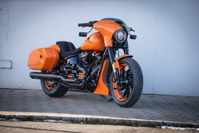 Motorrad kaufen HARLEY-DAVIDSON FLSB 1745 Softail Sport Glide 107 Zwei farbig aber einzigartig Occasion