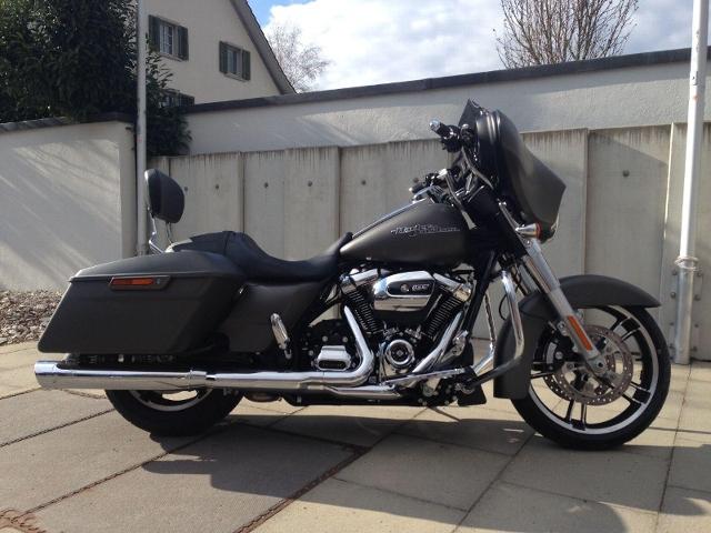 Motorrad kaufen HARLEY-DAVIDSON FLHX 1745 Street Glide 107 der Gerät Occasion
