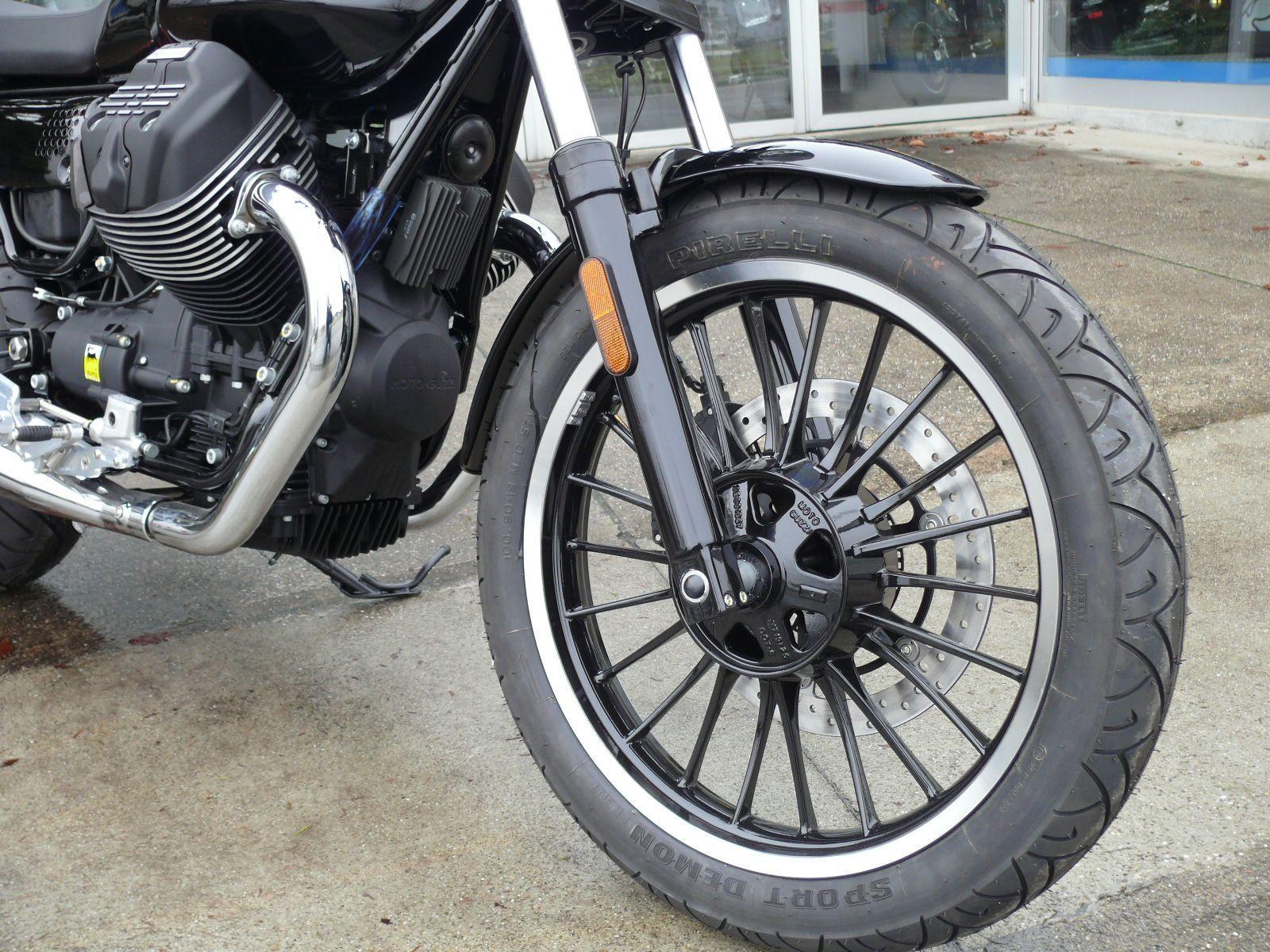 moto neuve acheter moto guzzi v9 roamer abs la strada limited edition nr 1 15 leasing. Black Bedroom Furniture Sets. Home Design Ideas