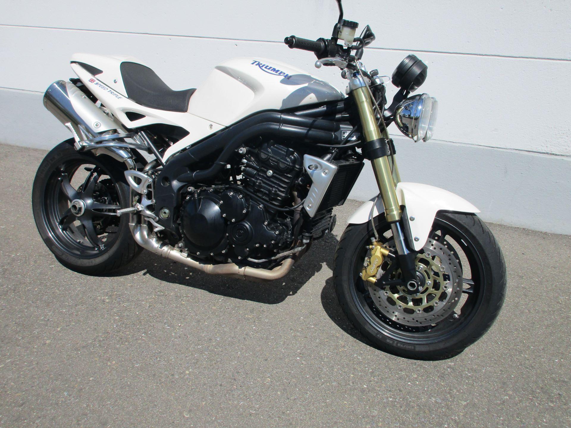 motorrad occasion kaufen triumph speed triple 1050 moto 91 ag h ri. Black Bedroom Furniture Sets. Home Design Ideas