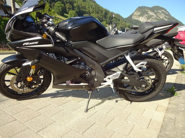 Motorrad kaufen YAMAHA YZF-R125 Vorführmodell