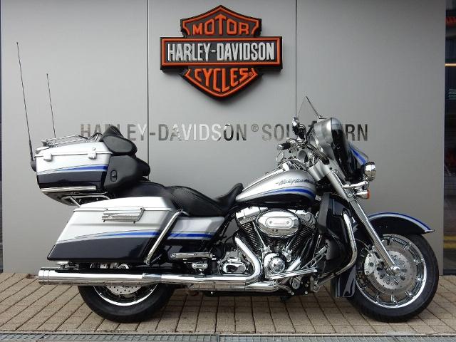 Motorrad kaufen HARLEY-DAVIDSON FLHTCUSE4 1802 Screamin Eagle El.-Glide ABS Occasion