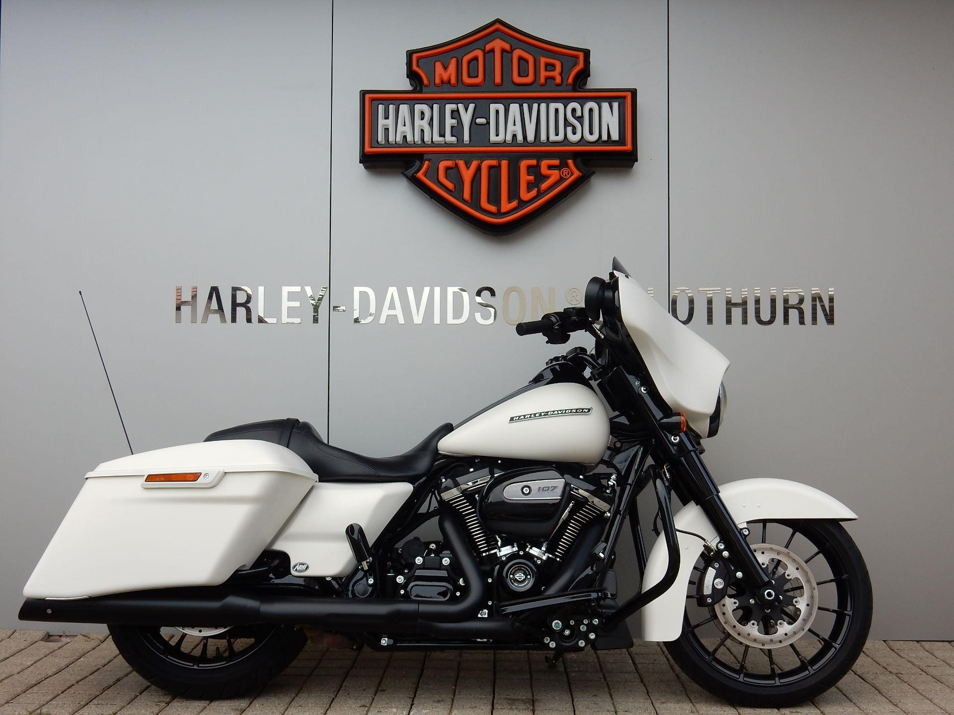 Motorrad Mieten & Roller Mieten HARLEY-DAVIDSON FLHXS 1745 Street Glide Special ABS