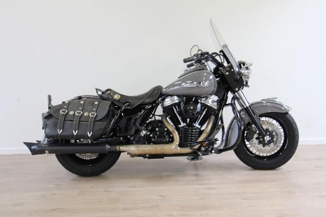 Motorrad kaufen HARLEY-DAVIDSON FLHRC 1584 Road King Classic ABS Ref. 4115 Occasion
