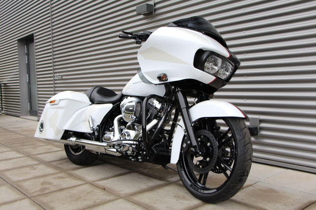 Motorrad kaufen HARLEY-DAVIDSON FLTRXS 1690 Road Glide Special ABS Ref: 0244 Neufahrzeug