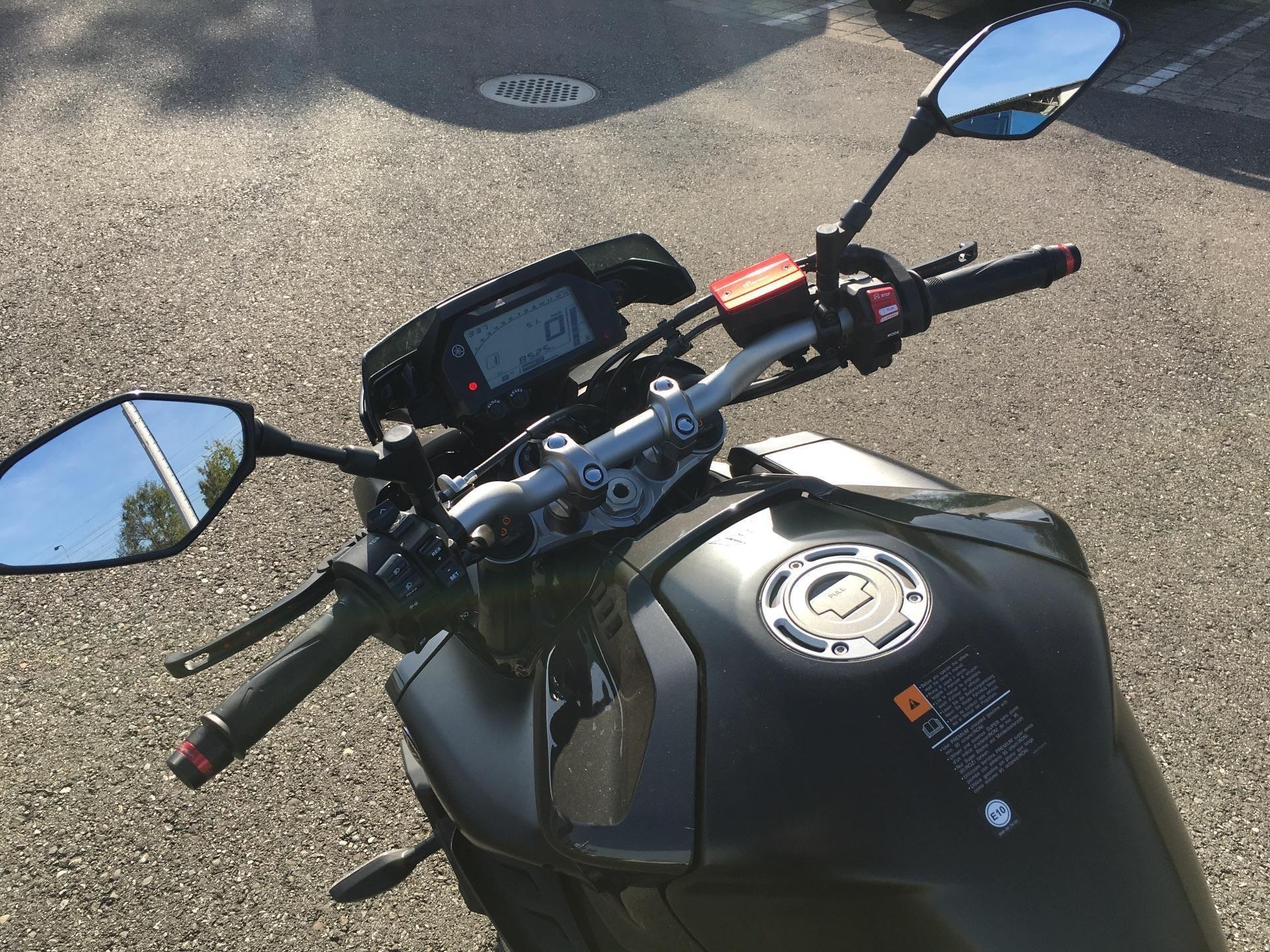 motorrad occasion kaufen yamaha mt 10 abs merz mototeam riedt bei erlen. Black Bedroom Furniture Sets. Home Design Ideas