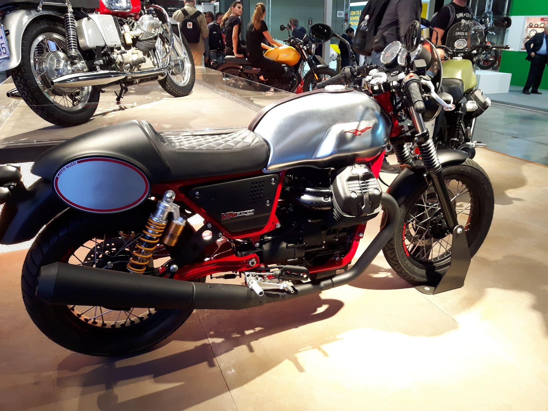 motorrad neufahrzeug kaufen moto guzzi v7 iii racer. Black Bedroom Furniture Sets. Home Design Ideas