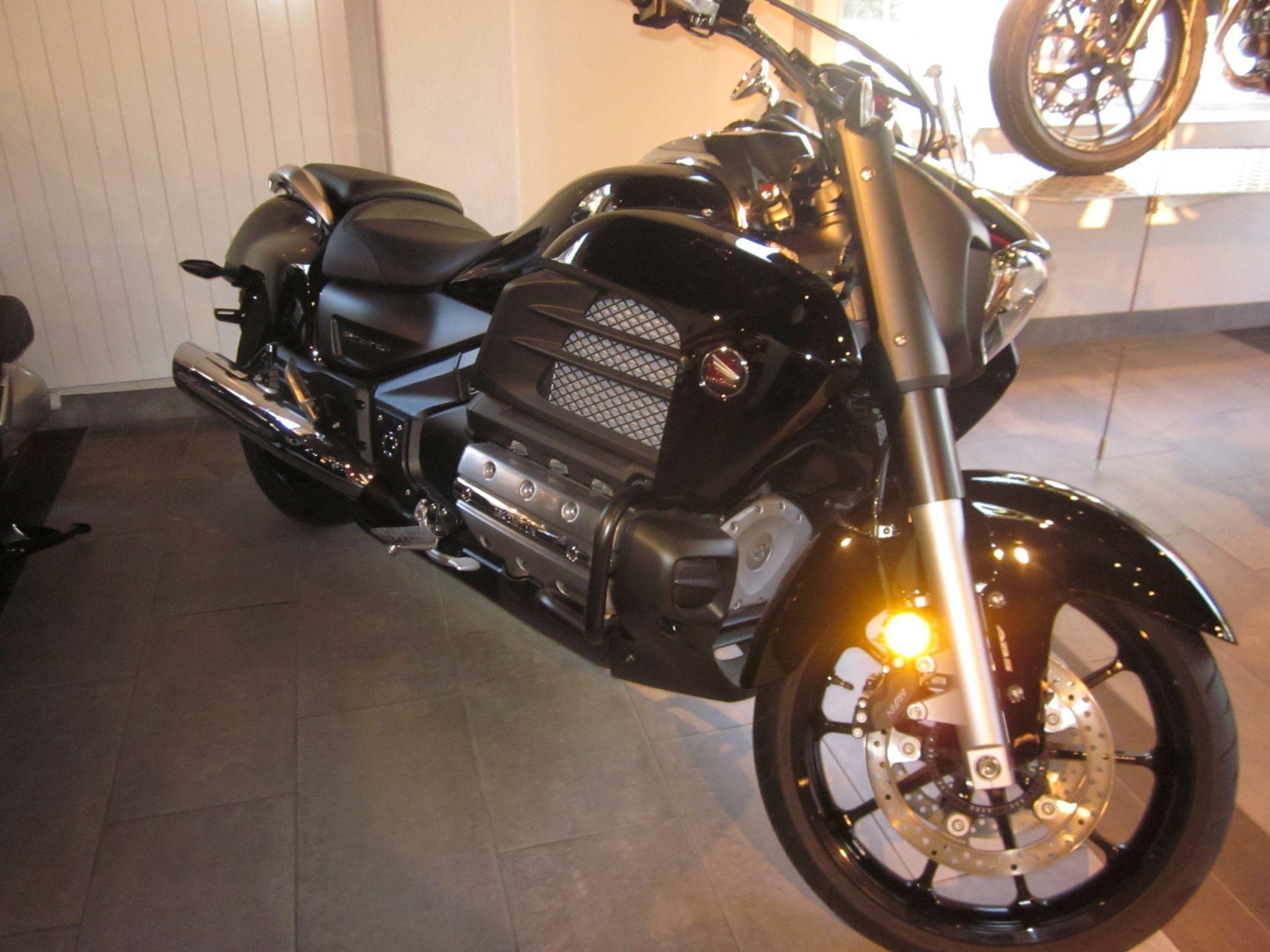 motorrad occasion kaufen honda gl 1800 c f6c abs michel motos lausanne. Black Bedroom Furniture Sets. Home Design Ideas