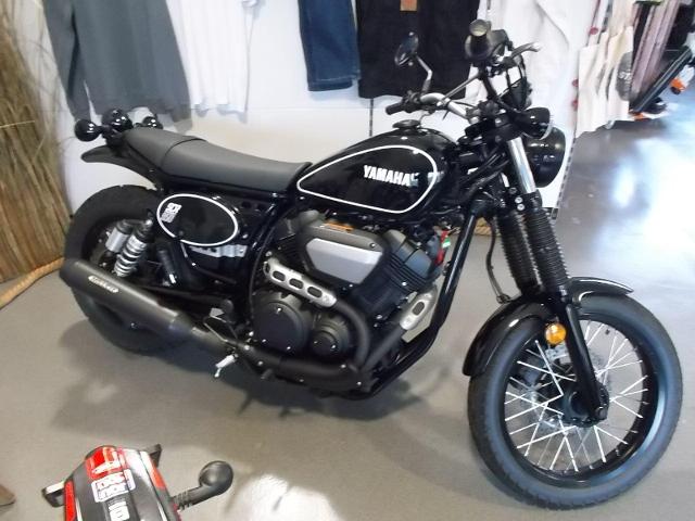 Acheter une moto YAMAHA SCR 950 mit Miller Auspuff Démonstration