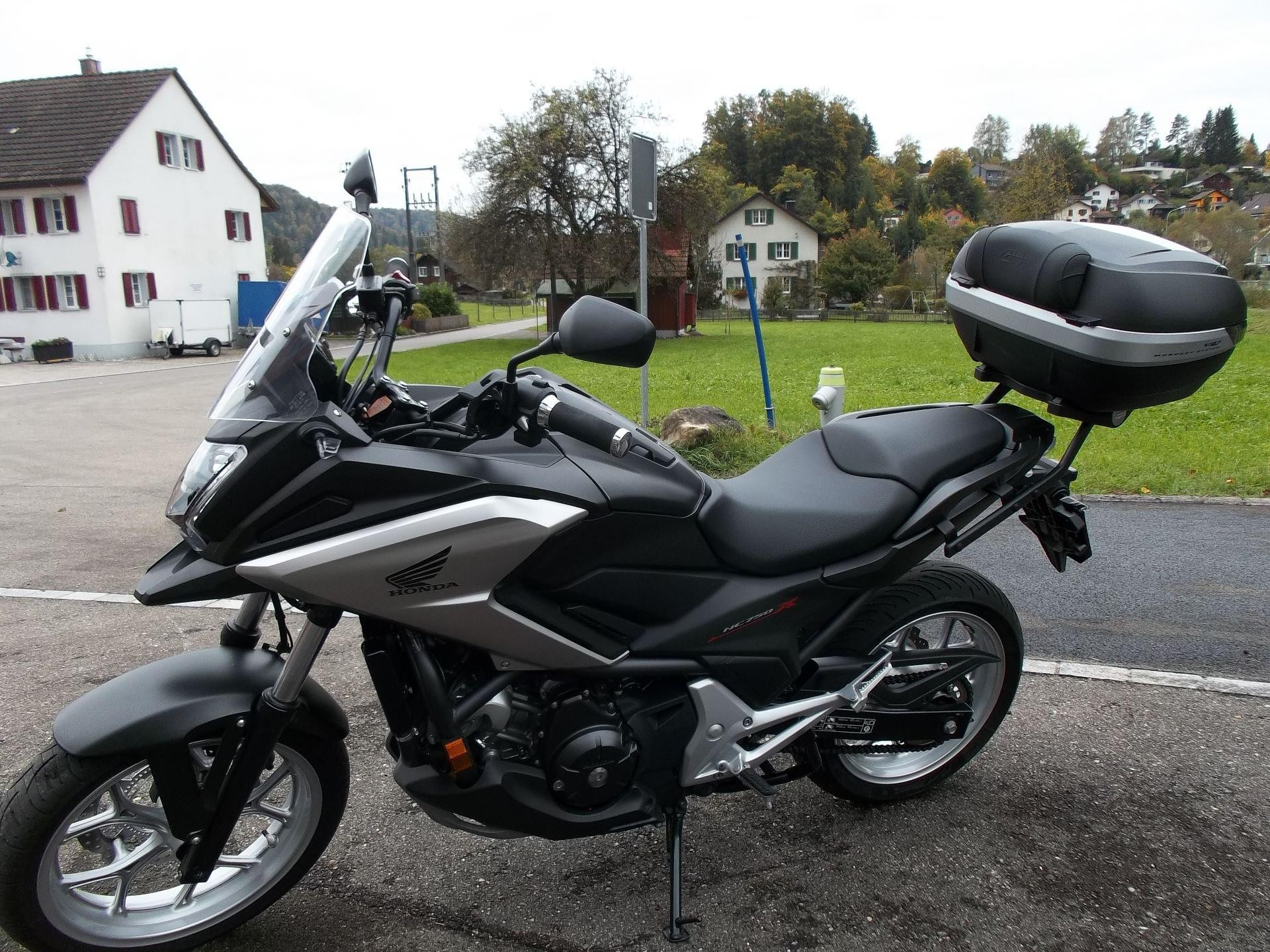 motorrad occasion kaufen honda nc 750 xd abs mit top case stieger motos kollbrunn. Black Bedroom Furniture Sets. Home Design Ideas