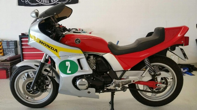 Motorrad kaufen HONDA CB 900 FC  SC 09 Occasion