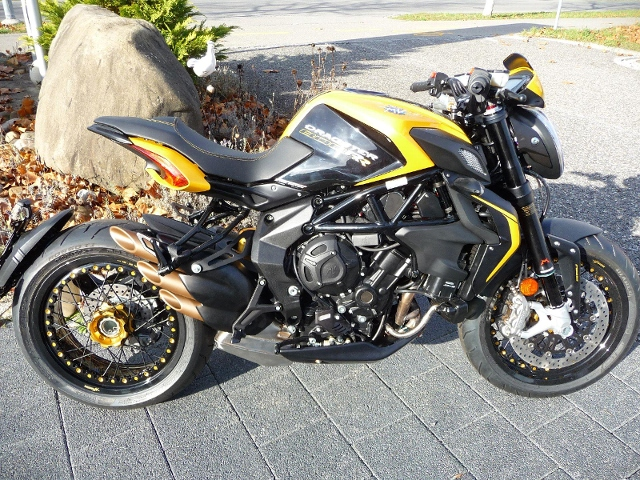 Motorrad kaufen MV AGUSTA Brutale 800 Dragster RR Version Neufahrzeug